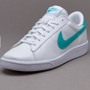 🔥NWOT - Nike Tennis Classic CS Sneakers